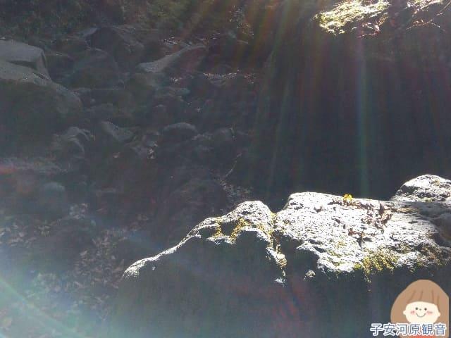 子安河原観音で撮れた神々しい写真2