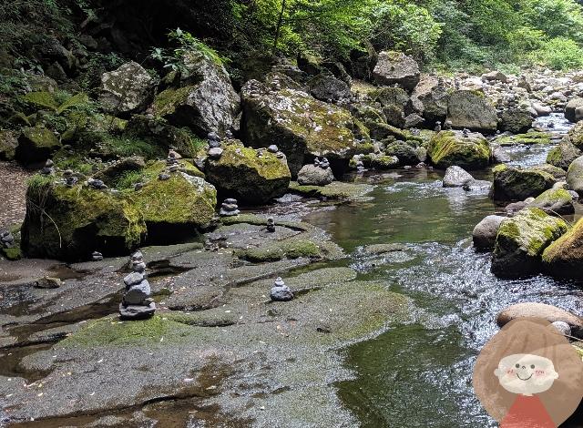 天安河原にある河原の石積み